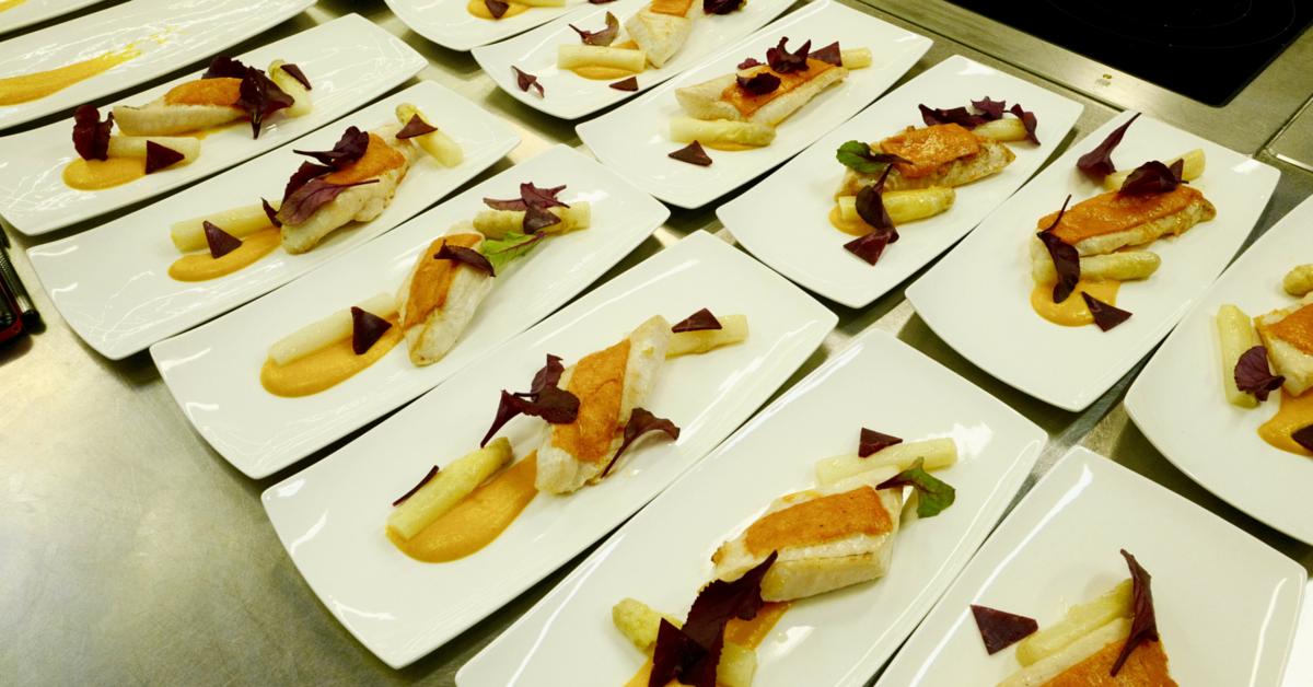 St pierre en viennoise de poivron doux sauce au champagne - Restaurant du port st pierre de boeuf ...